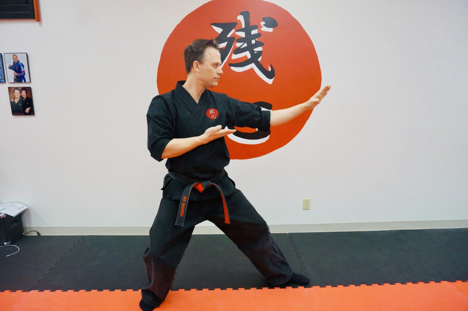 instructor-tkd-knifehand